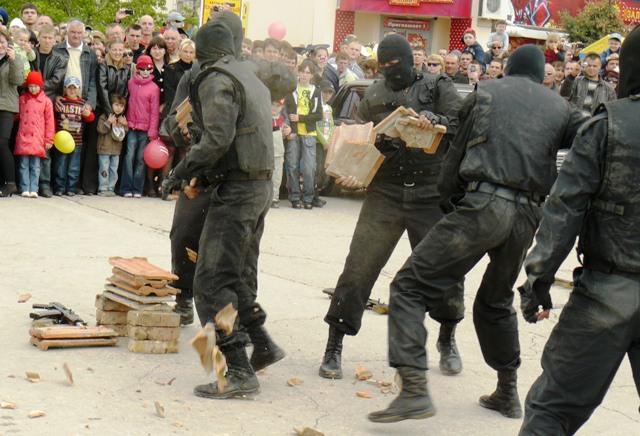 Евпатория 9 мая 2009  милиция