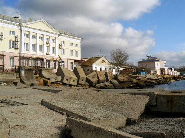 После шторма. Крым. Набережная