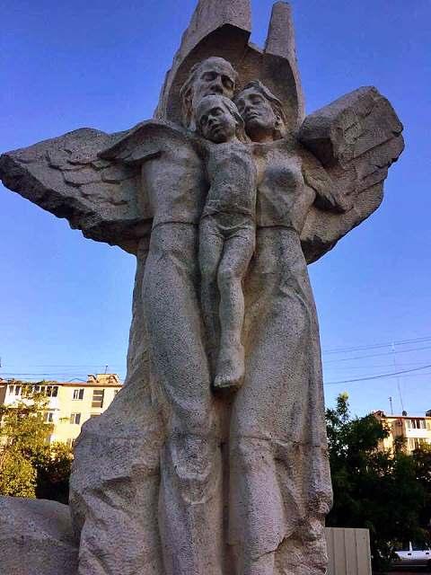 Памятник погибшим в Евпатории