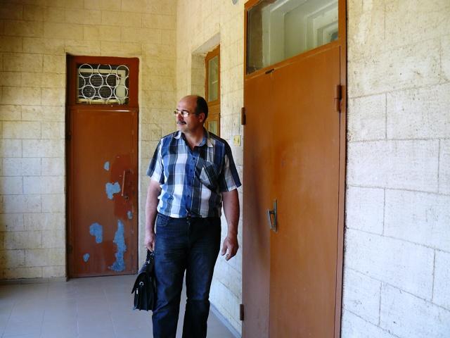 Юрист стучит в дверь