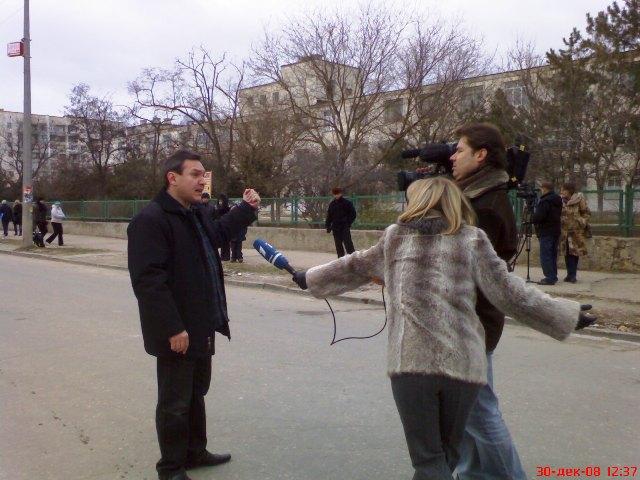 Олег Кучеренко на месте падения батареи
